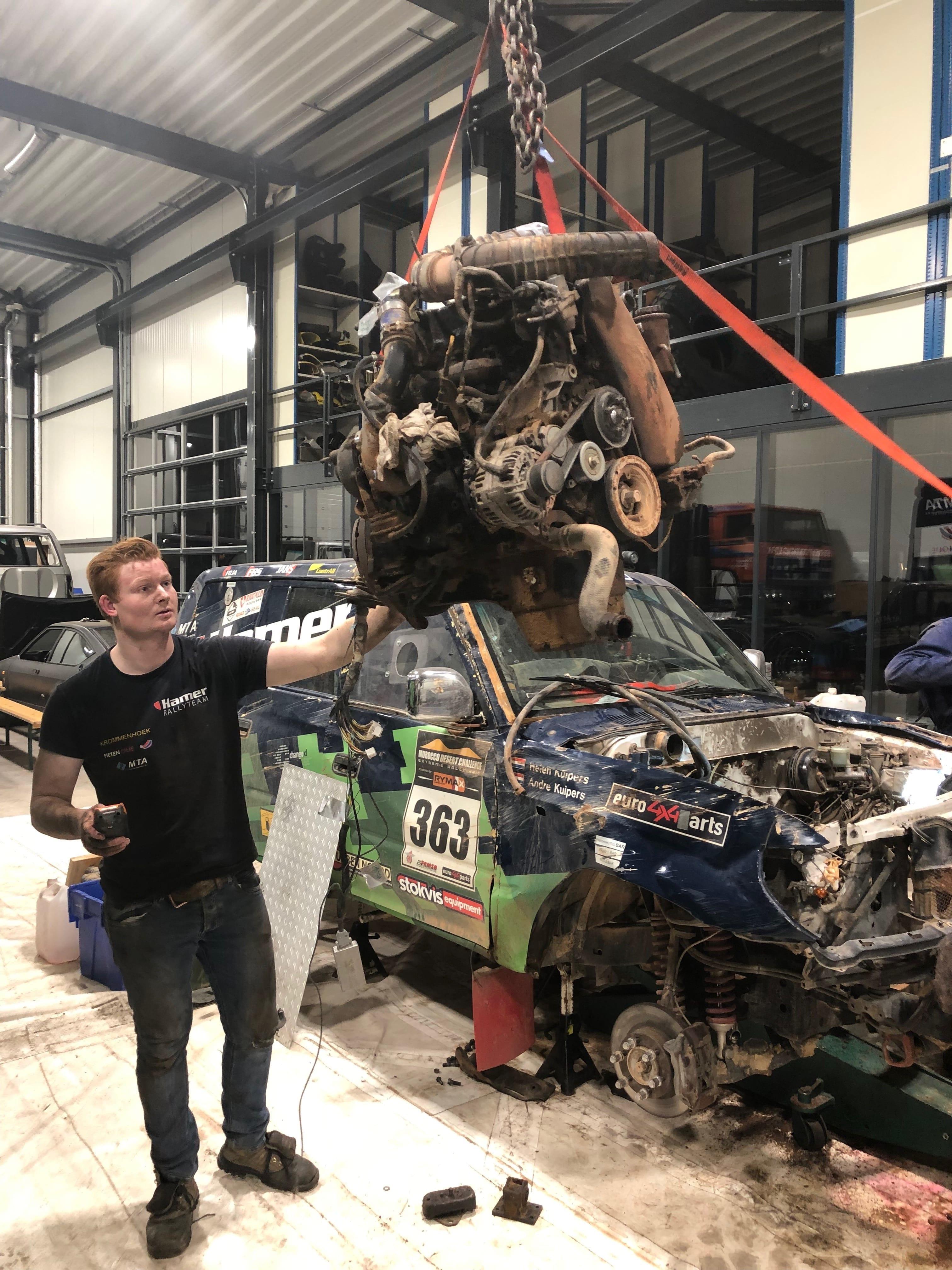 In Apeldoorn wordt hard gewerkt. Zelfs als de Dakar in volle gang is.